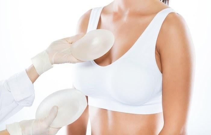 Nâng ngực có đau không?