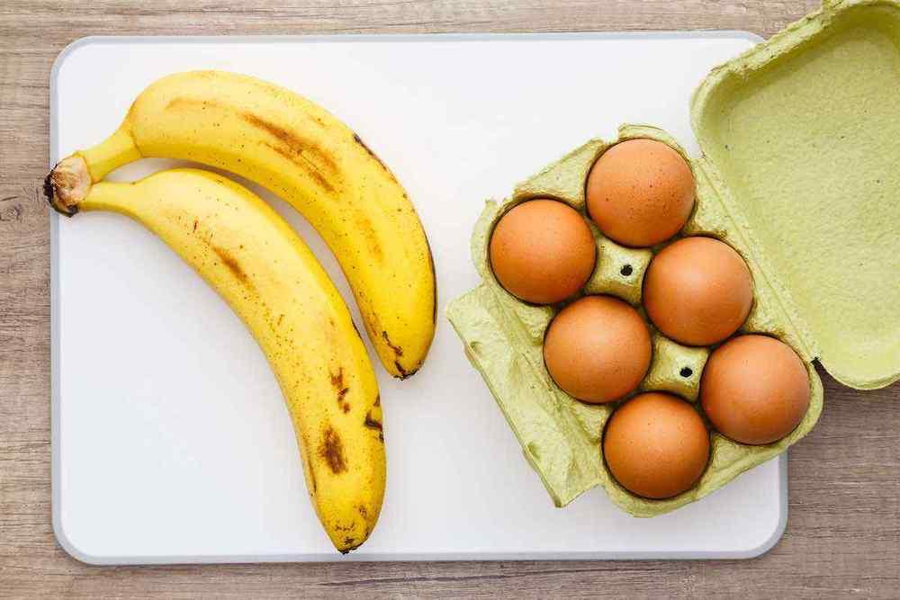 ăn chuối và trứng trong lowcarb