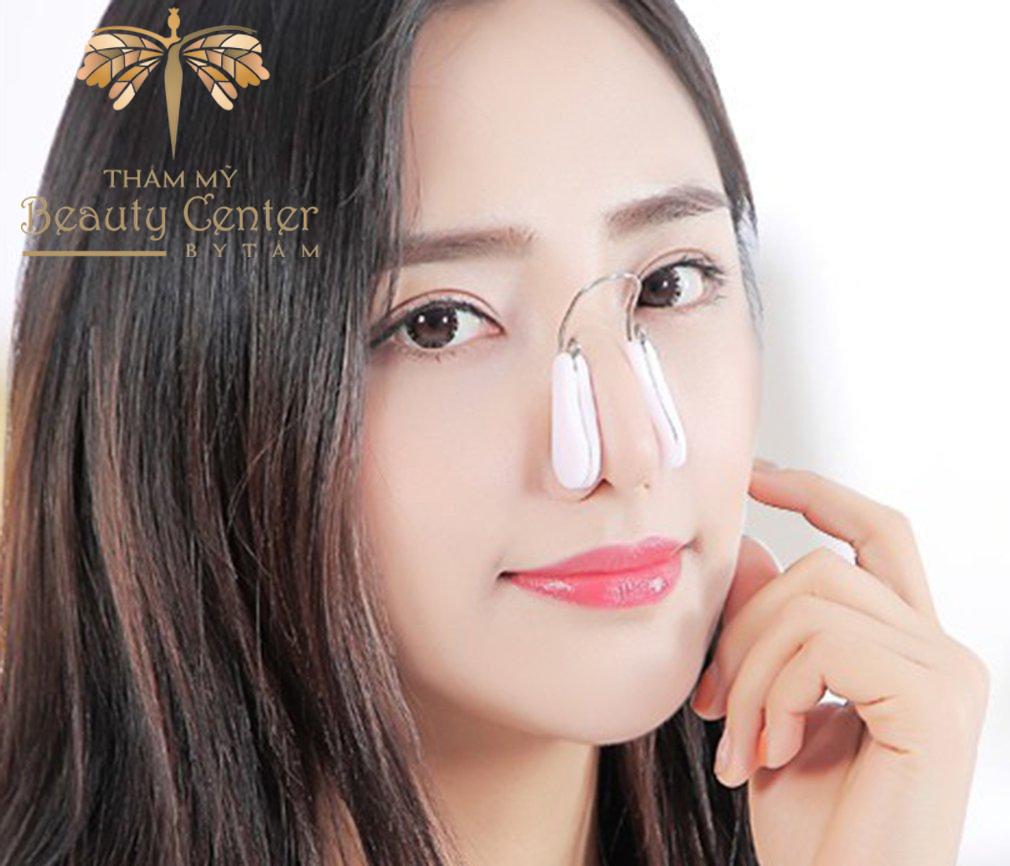 sử dụng kẹp nâng cao mũi tẹt