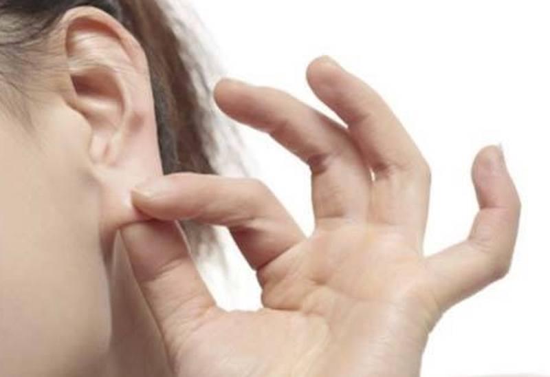 chăm sóc tai sau khi tiêm