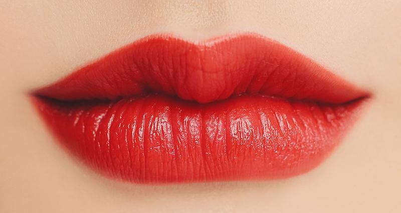 phun môi đỏ hồng