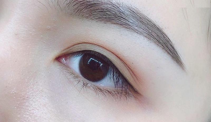 phun mí mắt mèo