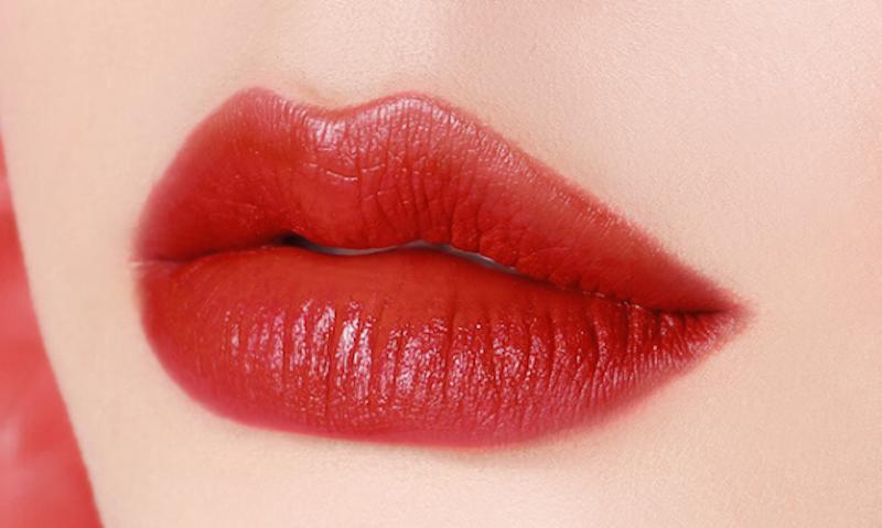 phun môi màu cherry