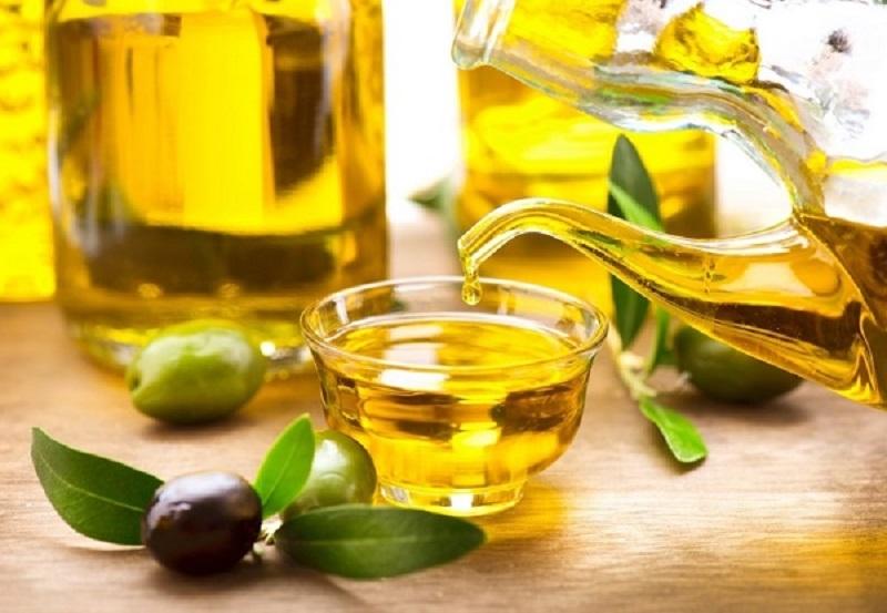 trị thâm nách bằng dầu oliu