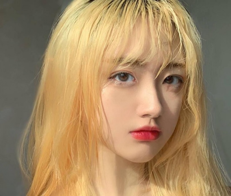 Nhuộm tóc màu vàng