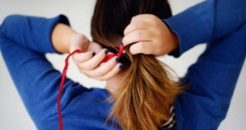 tránh buộc tóc chặt