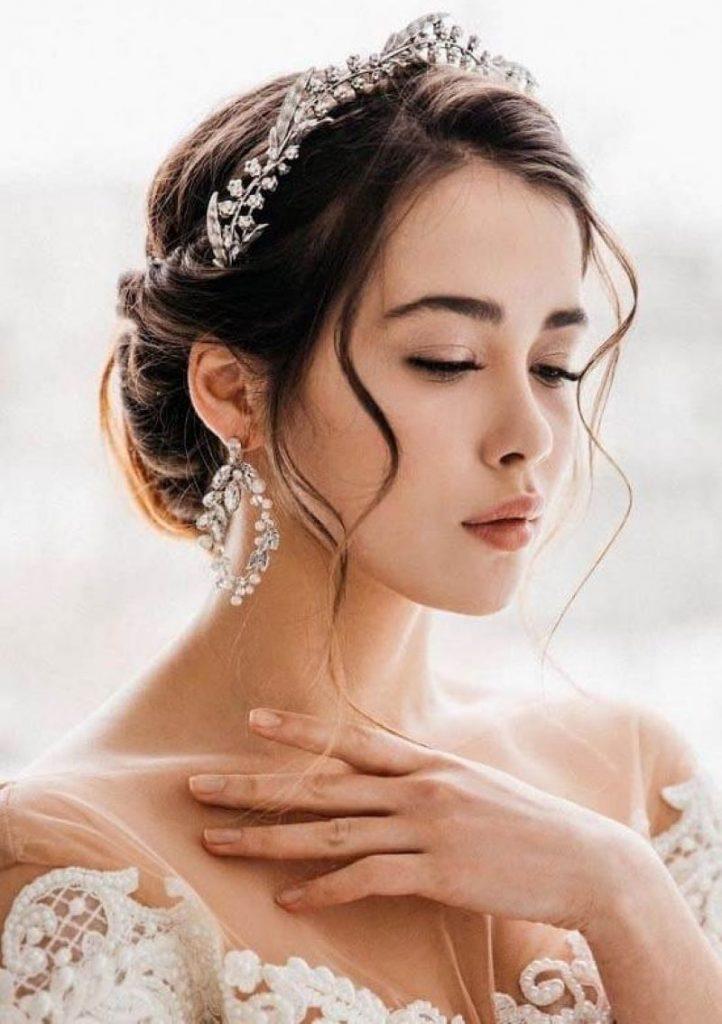 trang điểm cô dâu mặt dài