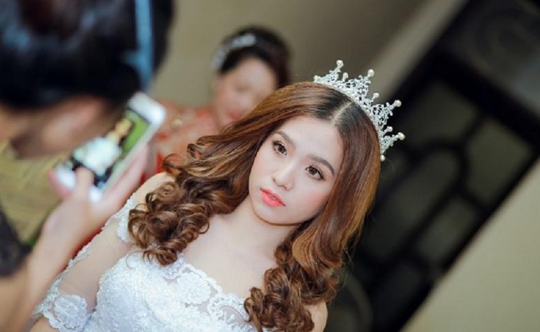 tóc cô dâu uốn phần đuôi